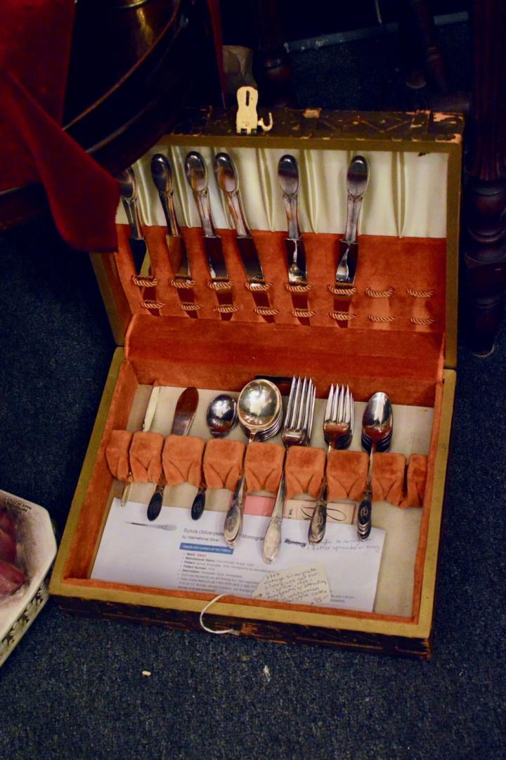 Vintage silverplate silverware set for 6