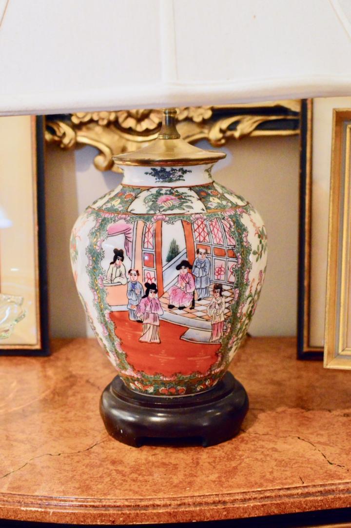 Rose medallion lamp
