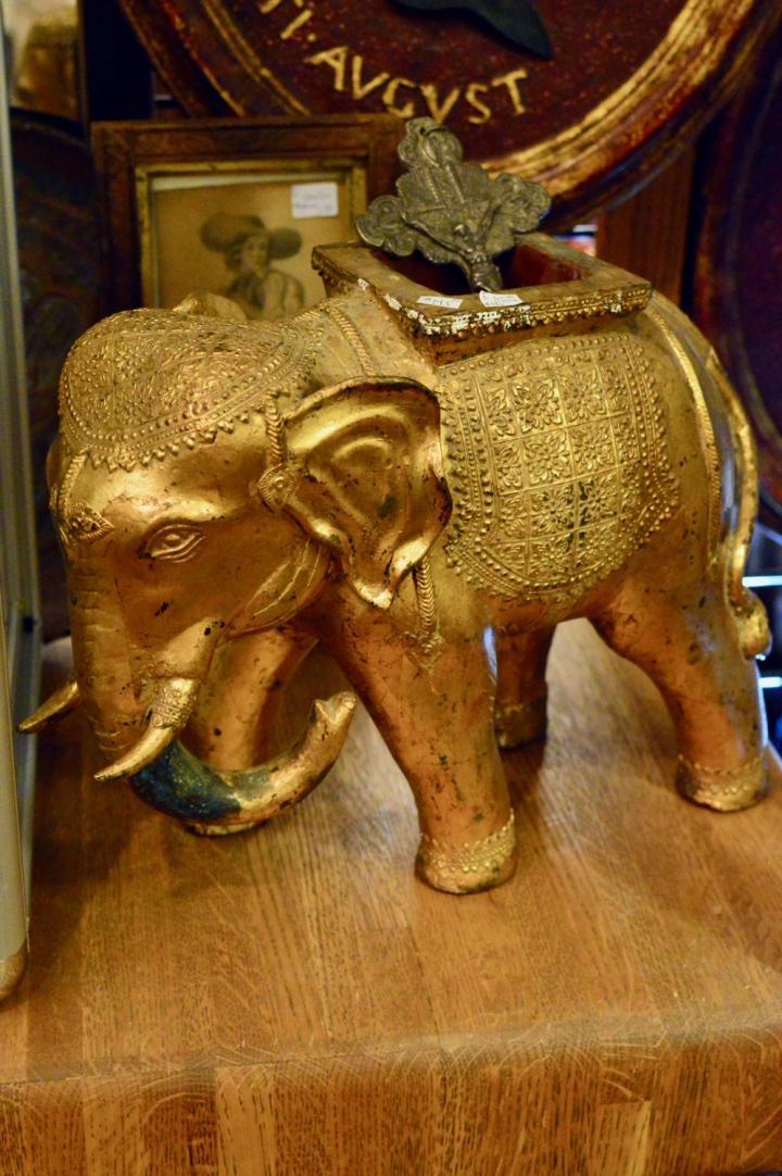 Gold elephant