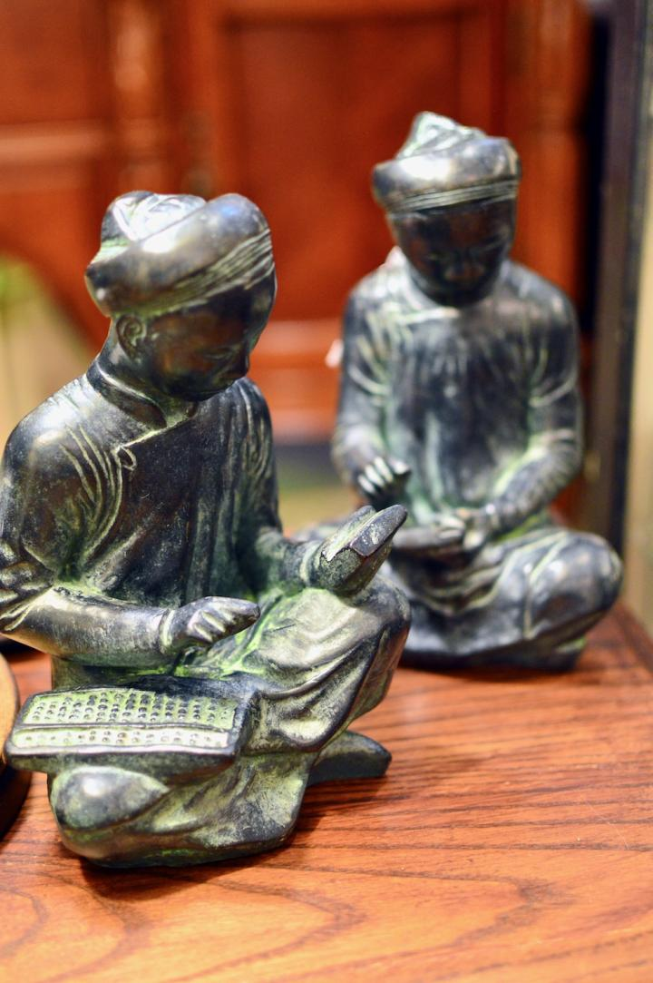 Bookends man w/ abacus