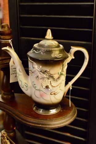Vintage dragon ware teapot