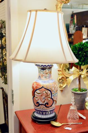 Large Imari lamp - beautiful colors
