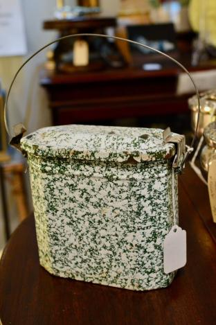 French green speckled lunch box