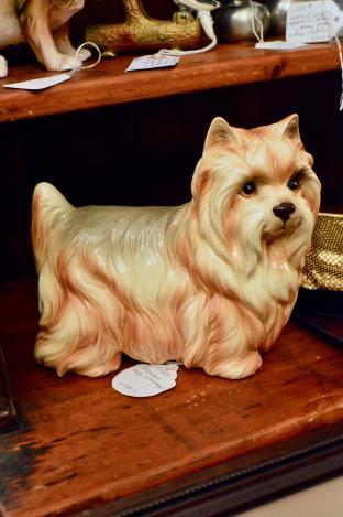 Porcelain dog - numbered 118