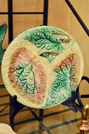 Begonia leaf majolica plate