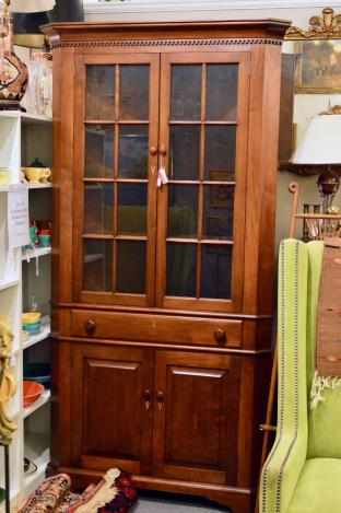 Bembo corner cabinet