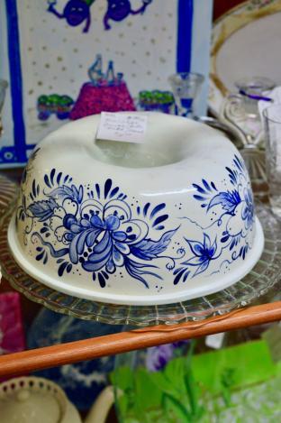 Blue & white Bundt/jello mold/bowl