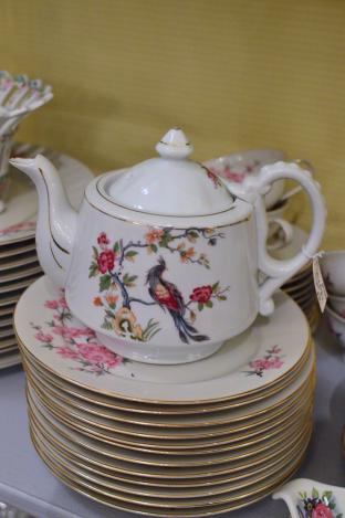 Vintage Asian tea pot - bird