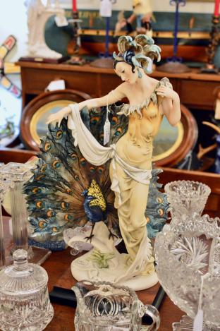 "Giuseppe Armani ""Florence"" figurine"