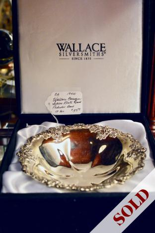 Wallace baroque silver plate round pedestal bowl in box