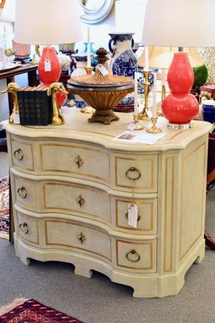 Beautiful 3 drawer Venetian commode