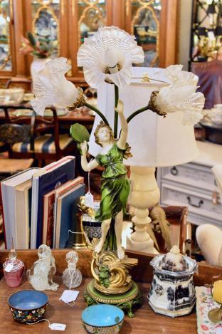 Figurine lamp