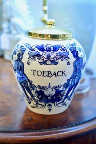 Delft tobacco jar