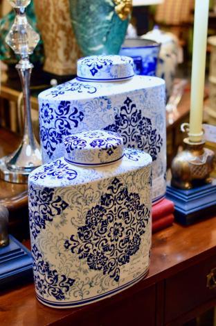 Porcelain blue & white ginger jar