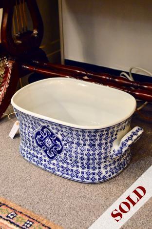 Porcelain large blue & white tub