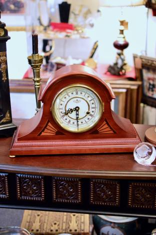 Tambour chiming winding mantle clock