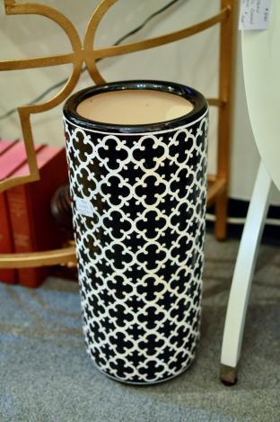 Black & white umbrella stand