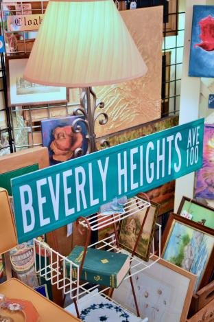Beverly Heights street sign