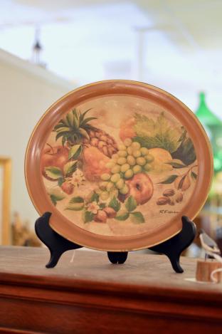 Hanging fruit tray