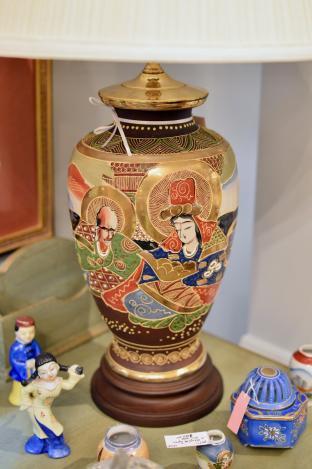 Japanese marriage porcelain lamp