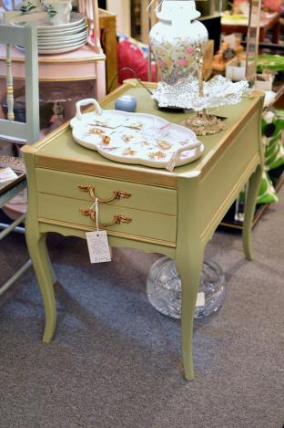 Vintage French side table - 1 of pair