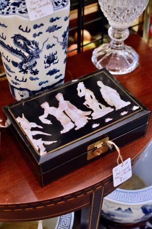 Black lacquered mother of pearl inlay box