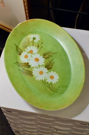 Signed Daisy painted plate – 1972