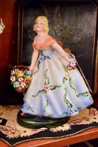 Italian lady w/ flowers