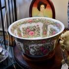Rose medallion bowl & stand